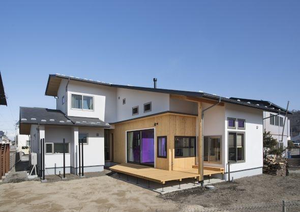 ご夫婦が暮らしを楽しむ大屋根の家
