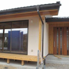 薪ストーブのある木曽ひのきと漆喰の家